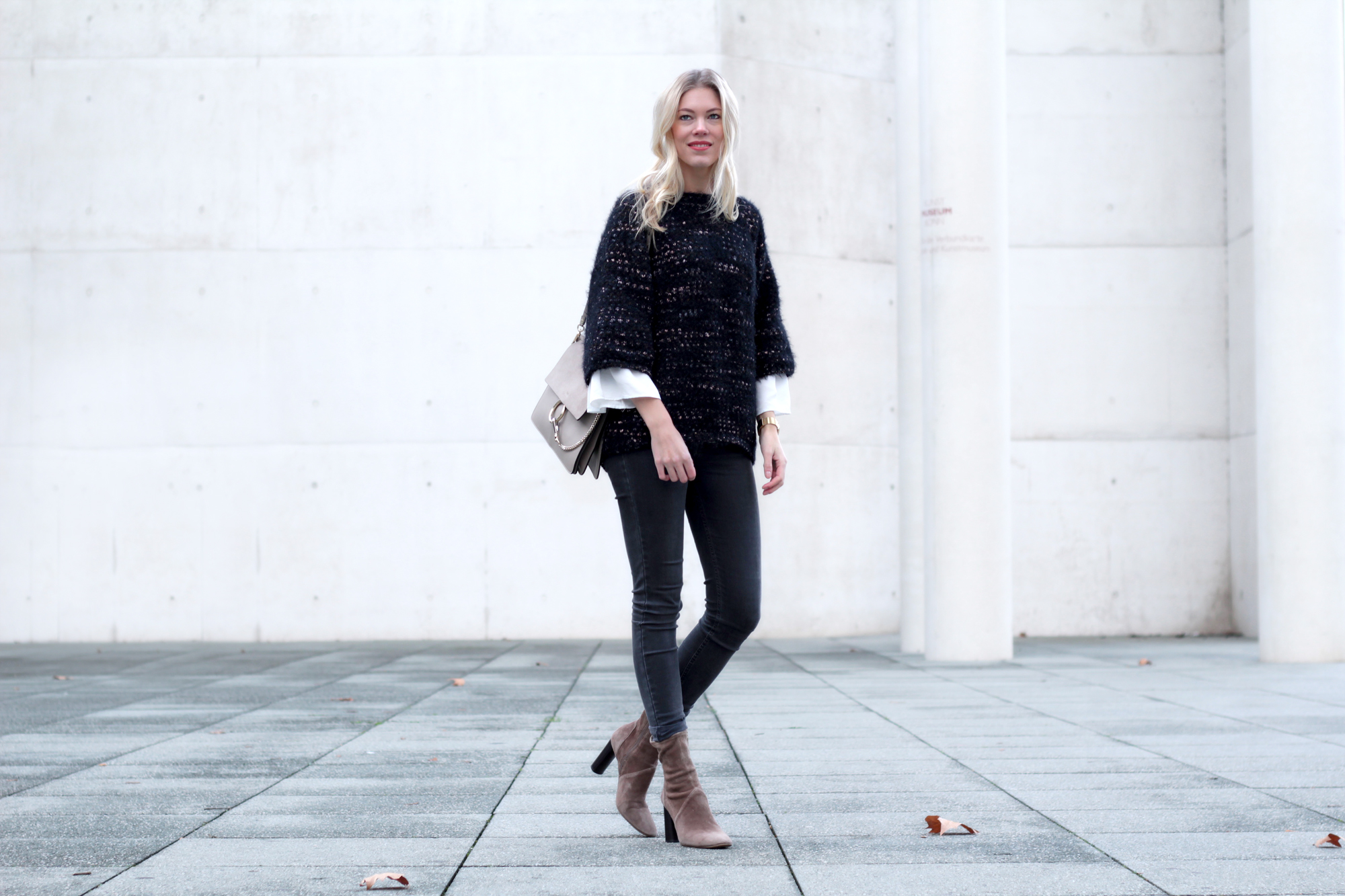 glitter_sweater_Zara_boots_Chloe_faye_Levis_jeans