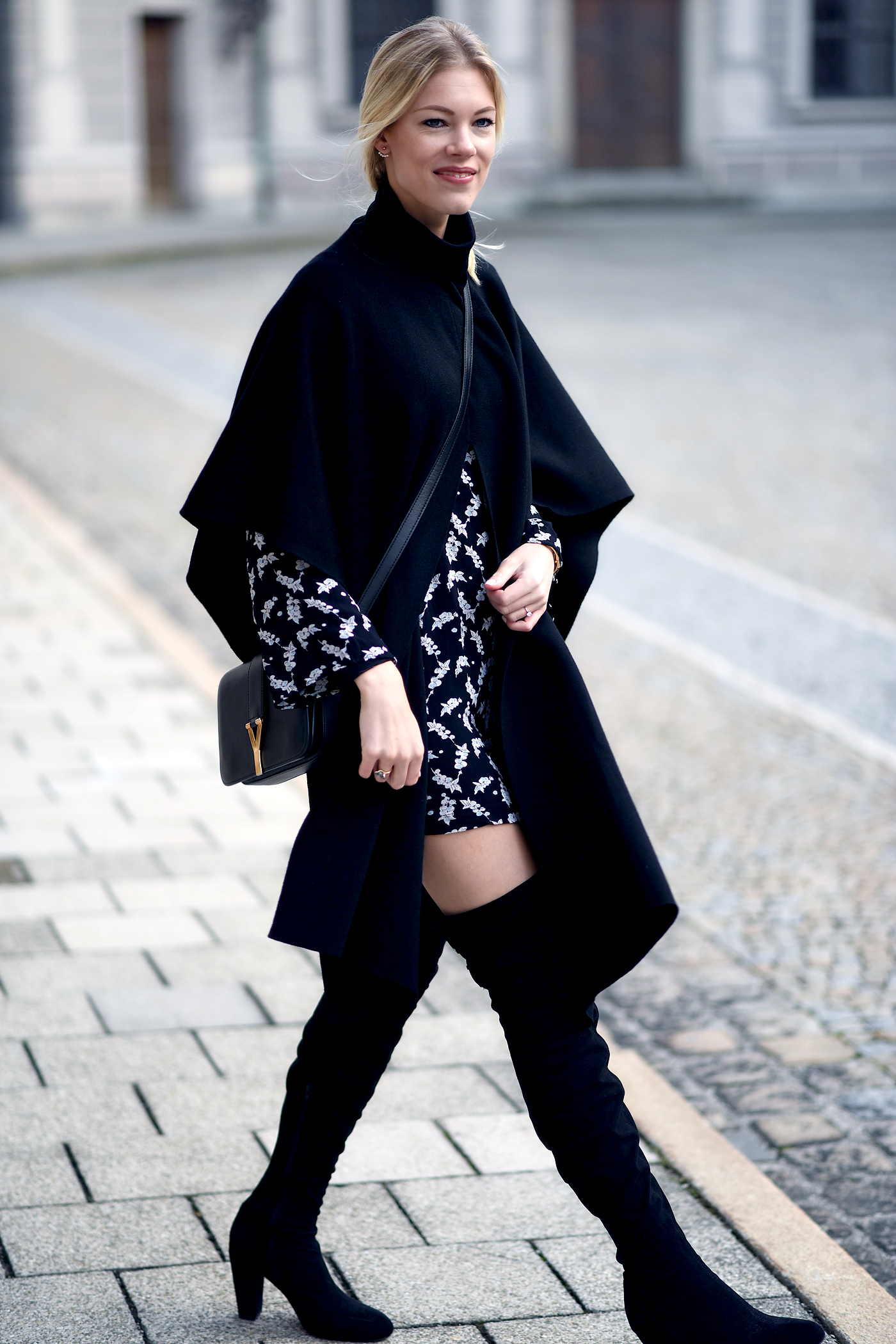 somehappyshoes_fashionblog_poncho_overknees_dress