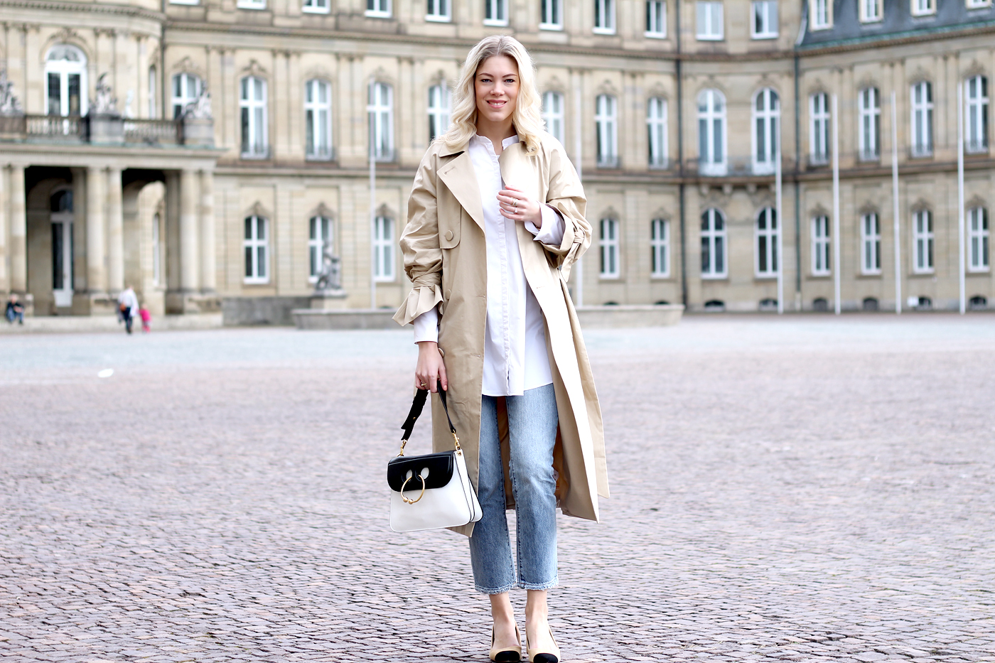Cleaning_out_closet_tips_Spring_wardrobe_classic_trench1