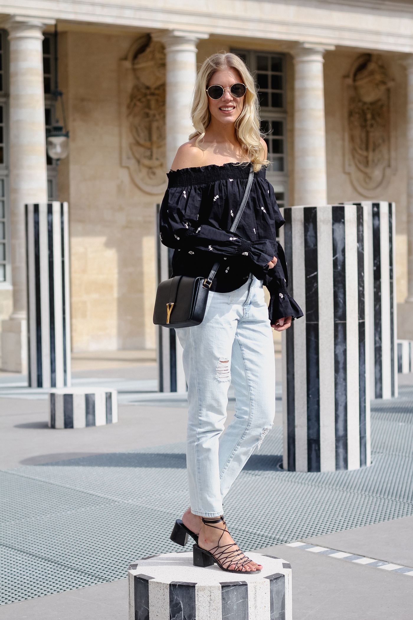 somehappyshoes_fashionblog_offshoulder_blouse_ZARA_Paris_destroyed_denim6
