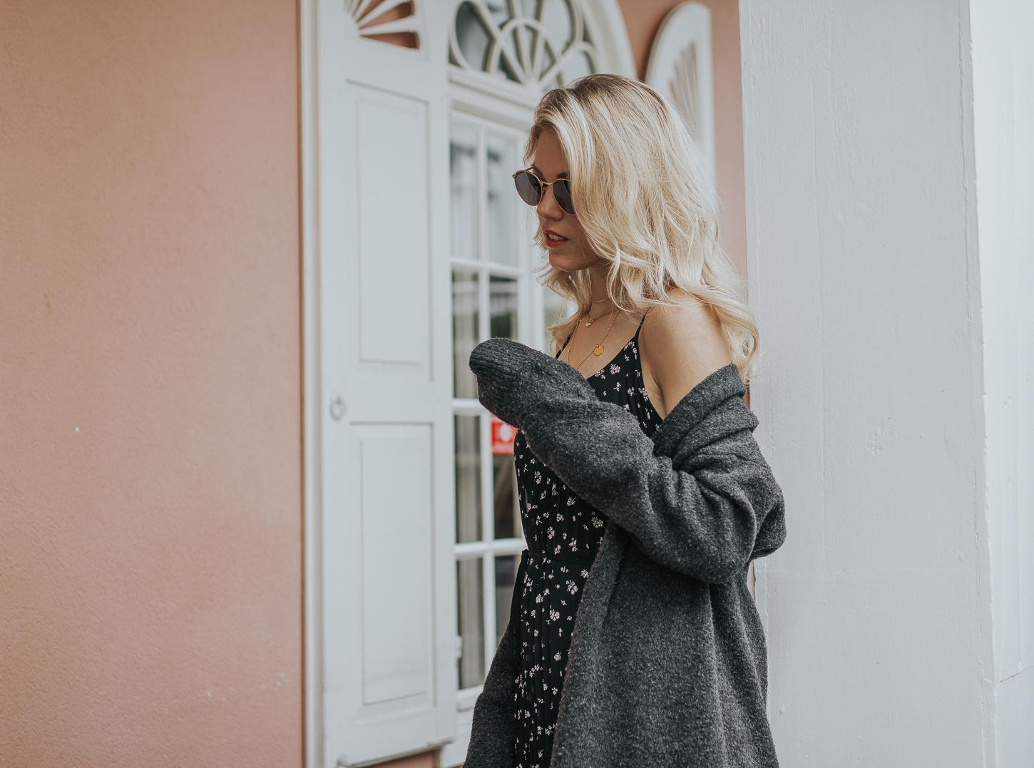 Easy-to-restyle Sommeroutfit: H&M Plisseekleid & Cardigan