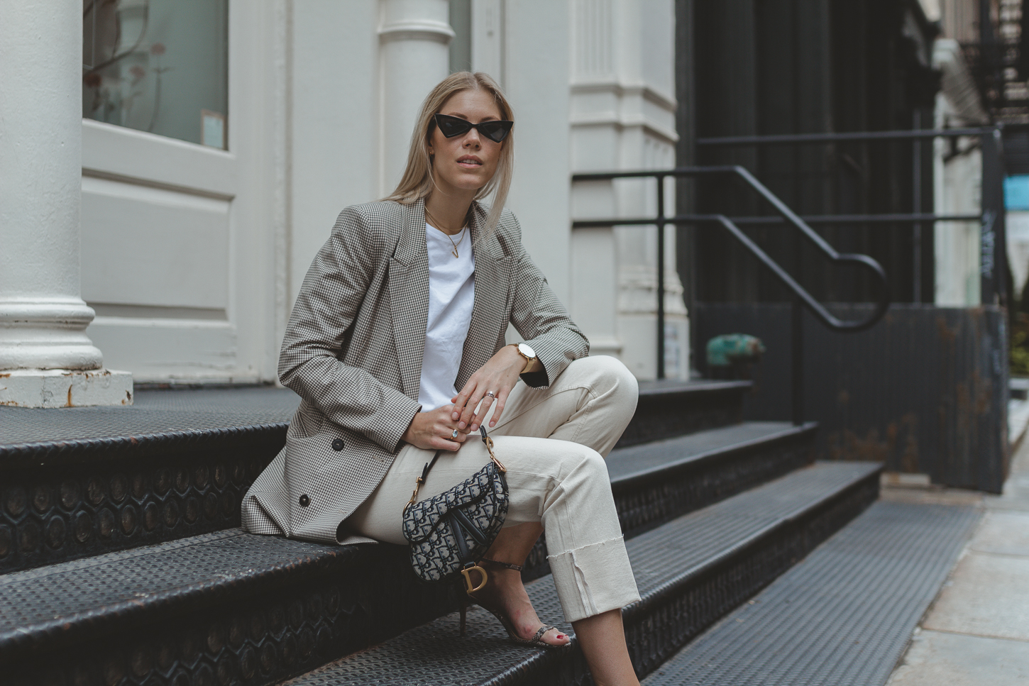 Checked blazer, Saddle bag, snake print shoes – Herbsttrends I