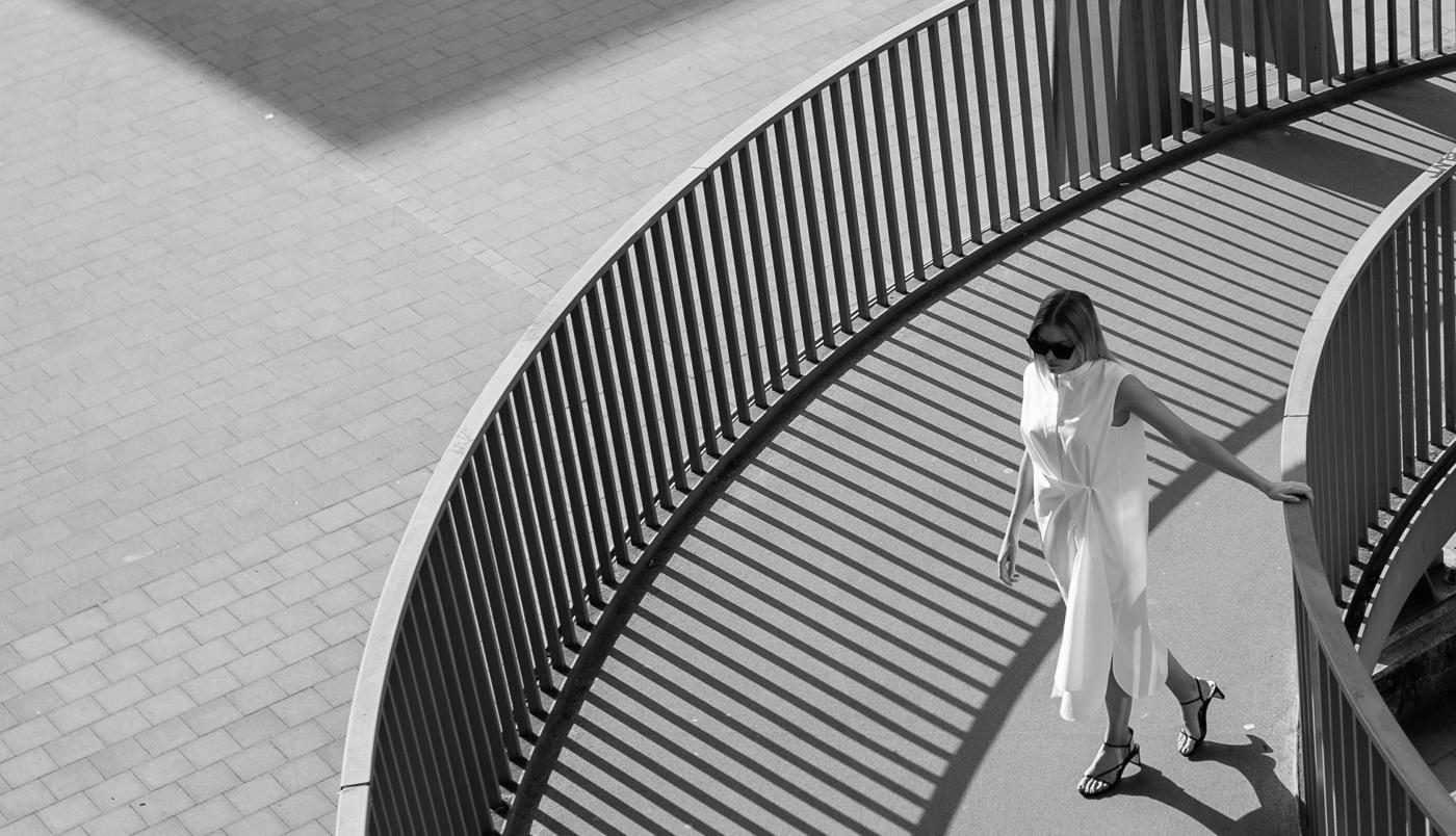 [:de]Cos-kleid-sandals-white-dress-7[:]